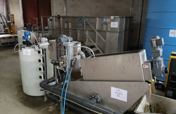 Installation of flotation and sludge dewatering in a dairy